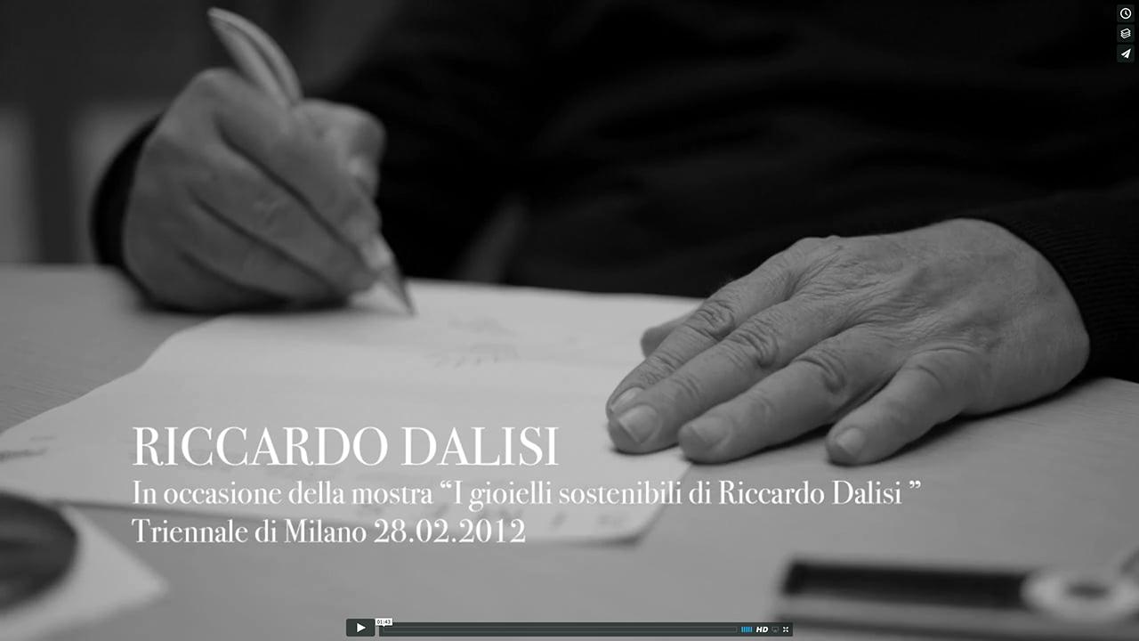 comprare popolare design raffinato a piedi scatti di I gioielli sostenibili di Riccardo Dalisi   Alessio Guarino・Film ...
